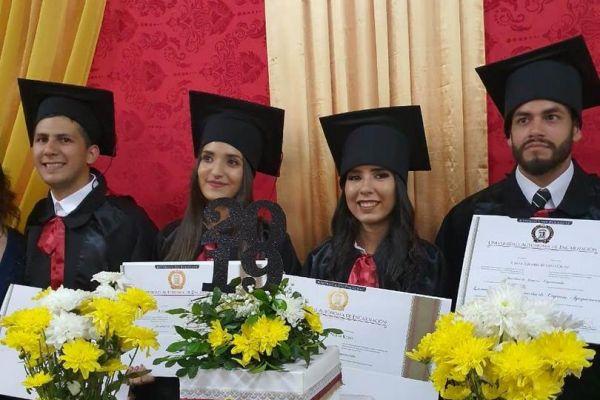 graduacion-colonias-unidas-unae-2117249186A-F02F-96A5-D2A3-FCA2D84A6645.jpg