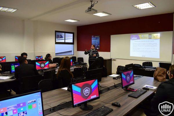 talleres-encuentro-de-investigadores-y-tesistas-194F6F1E16-121E-C4DA-9BF9-1F718A80790C.jpg