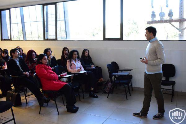 talleres-encuentro-de-investigadores-y-tesistas-49161AE27-8FED-E10F-3DAA-AF66F657B919.jpg
