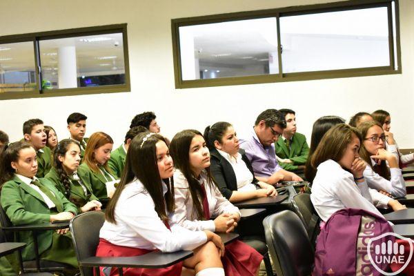 dia-2-emprendimientos-de-estudiantes-251DF76161-6DC4-AA0F-BA40-5C21D9196FCB.jpg