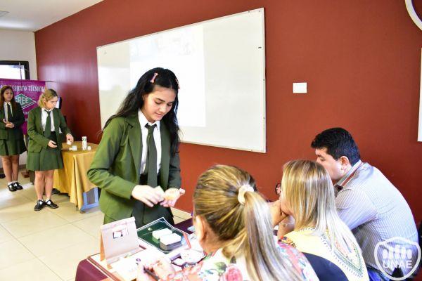 dia-2-emprendimientos-de-estudiantes-92742C667-F3F5-1907-1EDC-185E6D7841B2.jpg