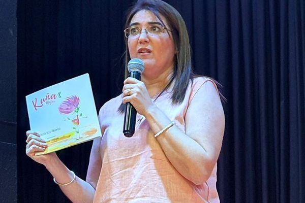 presentacion-de-libro-kuna-mujer-19394448FE-618C-CA01-A1D7-C79862A1554D.jpg